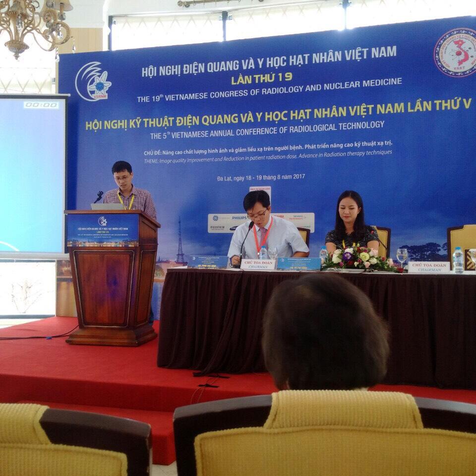 CN.Nguyễn Quang Trung, CN.Bùi Văn Đoài - bệnh viện đại học y Hà Nội tham gia báo cáo khoa học tại hội nghị kỹ thuật điện quang và y học hạt nhân lần thứ V diễn ra tại Đà Lạt