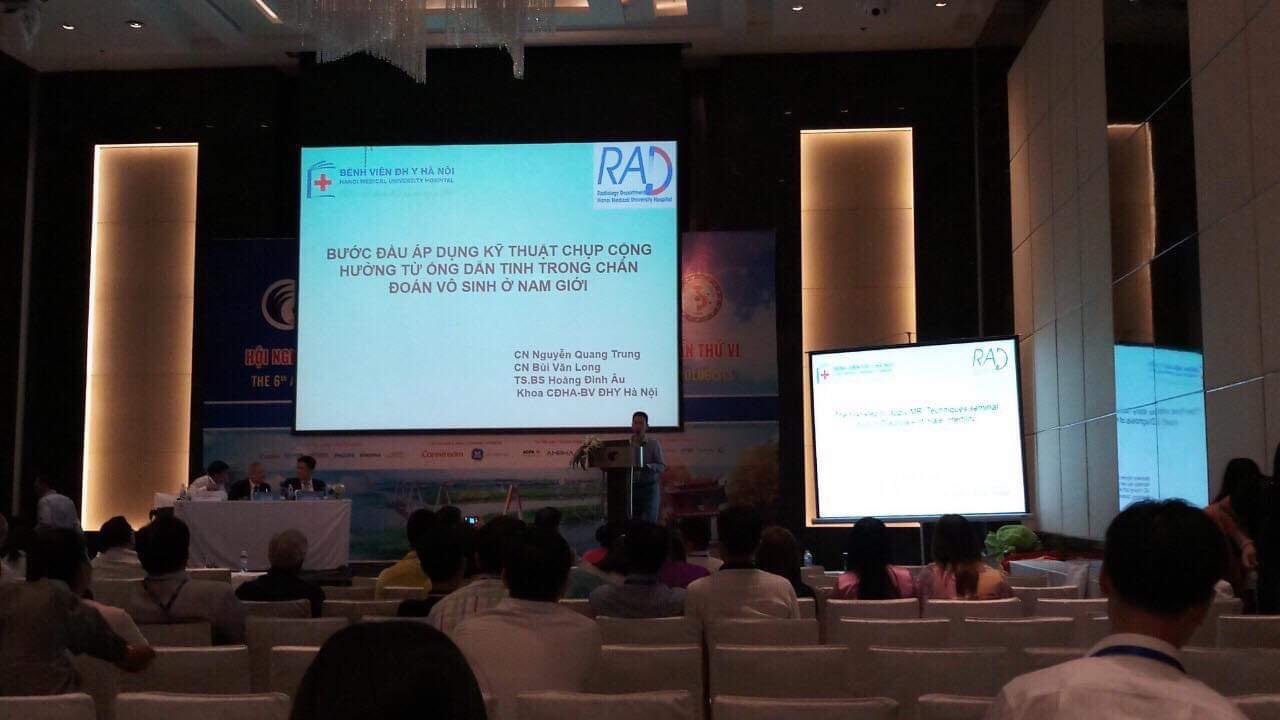 Nguyễn Quang Trung - Kĩ thuật viên trưởng - bệnh viện đại học y Hà Nội báo cáo khoa học tại hội nghị điện Quang và y học hạt nhân lần thứ 6 diễn ra tại Hà Nội